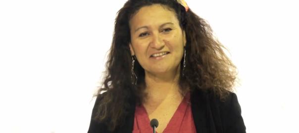 Lénaïk-Bertho-une-journaliste-animatrice-qui-promeut-loutre-mer-femme-au-dela-des-mers-1024x554